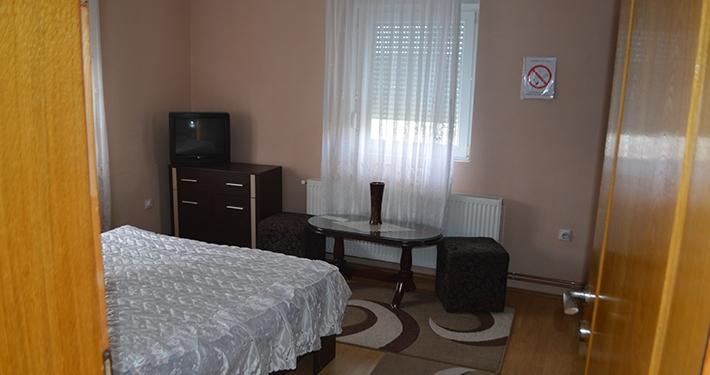Apartmani i sobe Lovčević